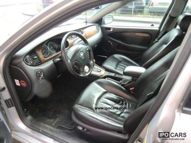 2001 Jaguar X-Type 2.5 V6 4x4 Limousine Used vehicle photo 4