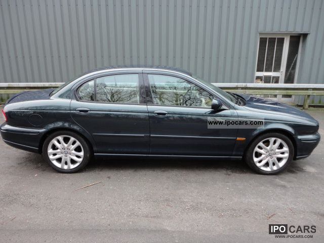 2001 Jaguar  X-Type 3.0 V6 Sport 4x4 Limousine Used vehicle photo