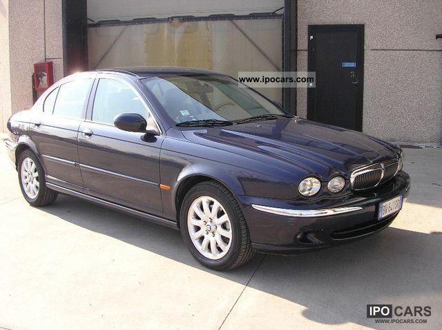 2001 Jaguar X-Type 2.5 V6 Limousine Used vehicle photo 1