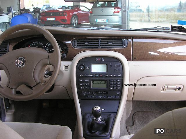 2001 Jaguar X-Type 2.5 V6 Limousine Used vehicle photo 8
