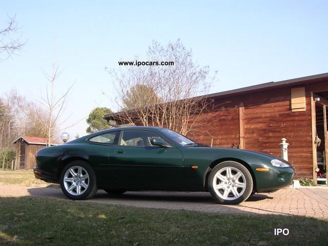 Merveilleux 1998 Jaguar XK8 Coupe Sports Car/Coupe