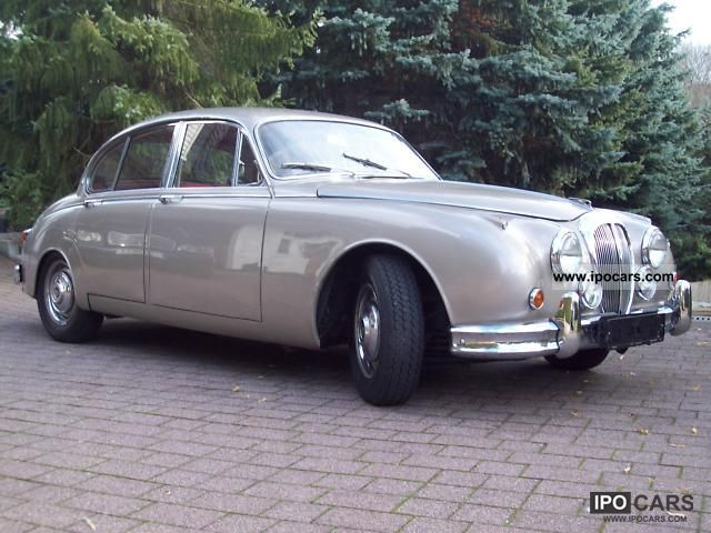 Jaguar  Daimler 2.5 V 8 Saloon Gold History 1965 Vintage, Classic and Old Cars photo