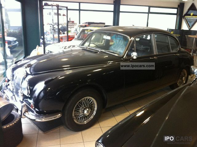 Jaguar  Daimler 250 V8 engine with outdated Servicehistori 1969 Vintage, Classic and Old Cars photo