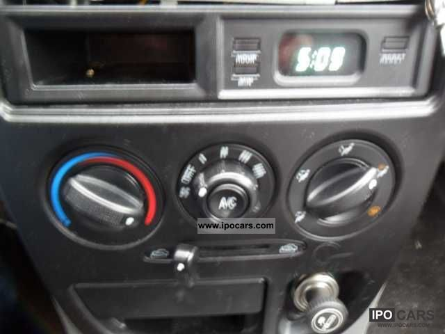2001 Kia Rio 15 LS  Car Photo and Specs