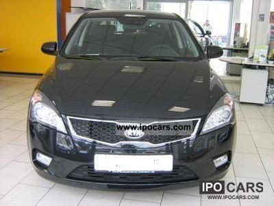 2012 Kia  cee'd1, 6 Edit.7, climate, navigation system, ABS, ESP, ASR Limousine Pre-Registration photo