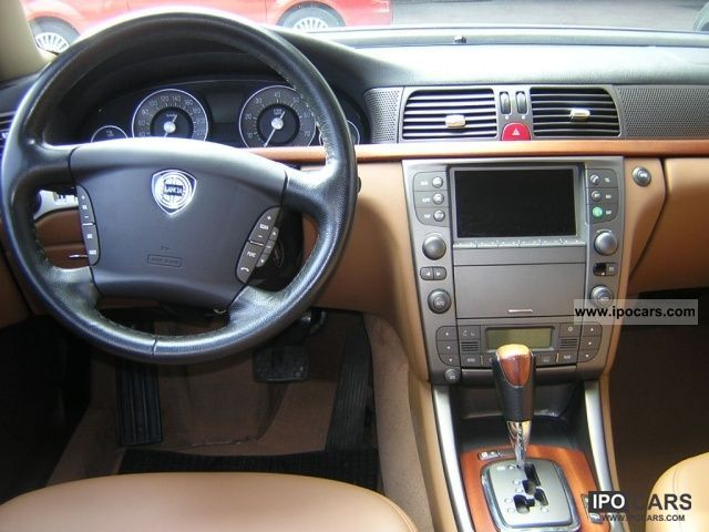 LANCIA THESIS - Advanced technology at the service of in-car well-being