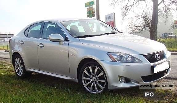 2008 lexus is 220d business car photo and specs. Black Bedroom Furniture Sets. Home Design Ideas