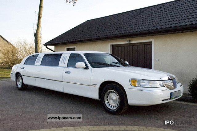 2001 Lincoln  Town Car Limousine Used vehicle photo