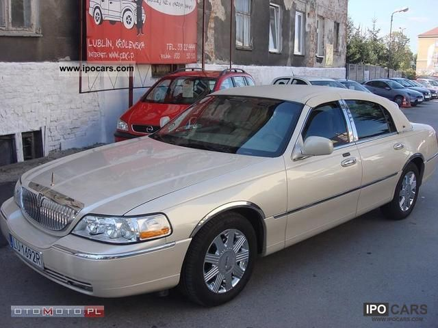 2003 lincoln town car cartier 119 car photo and specs. Black Bedroom Furniture Sets. Home Design Ideas