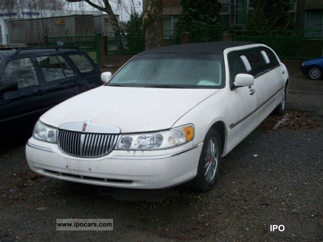 1999 Lincoln  ROYAL limousine, 17 \ Limousine Used vehicle photo