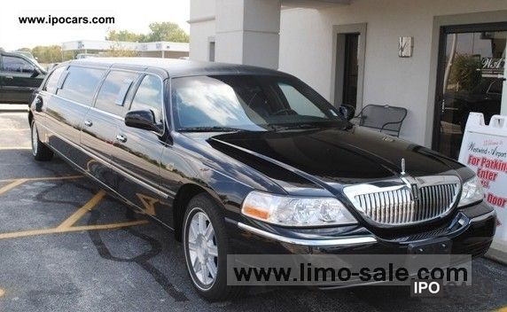 2005 Lincoln  Town Car Black 2005 Limousine Used vehicle photo