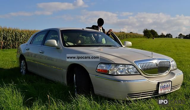 2005 Lincoln Town Car Signature Limited 4 Door Wagon Top Car Photo