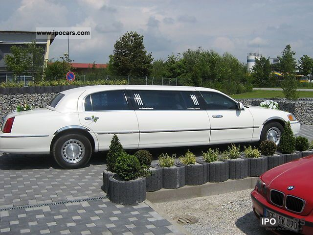 2001 Lincoln  stretch limousine Limousine Used vehicle photo