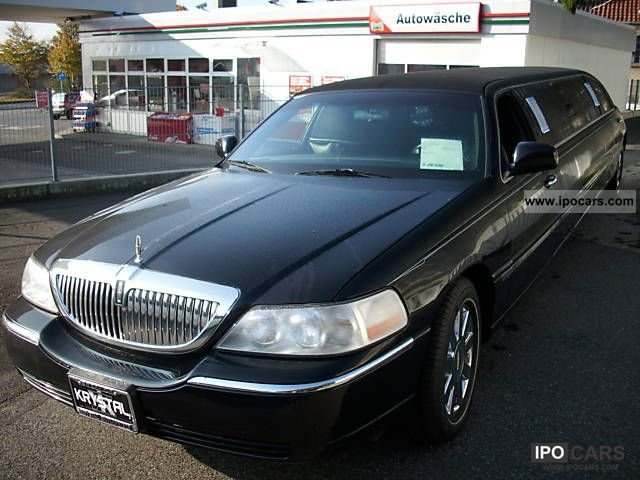 2005 Lincoln  Town Car Limousine Used vehicle photo