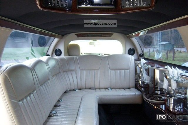 2004 Lincoln  Stretch Limousine Limousine Used vehicle photo