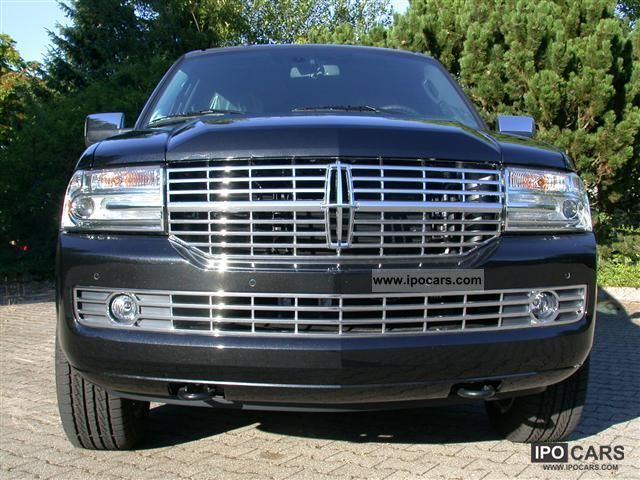 2011 Lincoln  NAVIGATOR L = 2012 = NAVI / DVD (T1 exports -25.9 Off-road Vehicle/Pickup Truck New vehicle photo