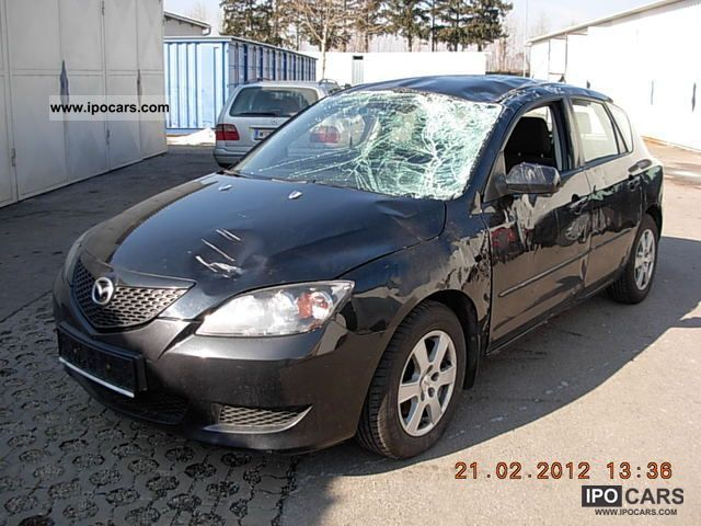 2004 Mazda  3 1.4 Sport Comfort Limousine Used vehicle photo