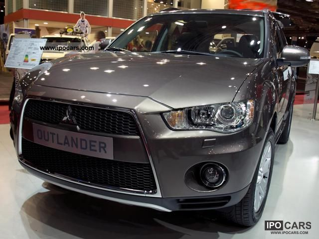 2011 Mitsubishi  Outlander Intense 5 seats + Winter Package 2.4l ... Off-road Vehicle/Pickup Truck New vehicle photo