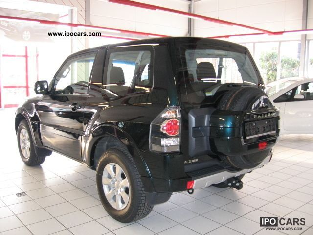 2011 mitsubishi pajero 3 2 di d invite 2012 model 7 car photo and specs. Black Bedroom Furniture Sets. Home Design Ideas