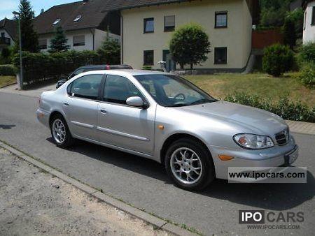 2001 Nissan  Maxima QX 3.0 Elegance Limousine Used vehicle photo