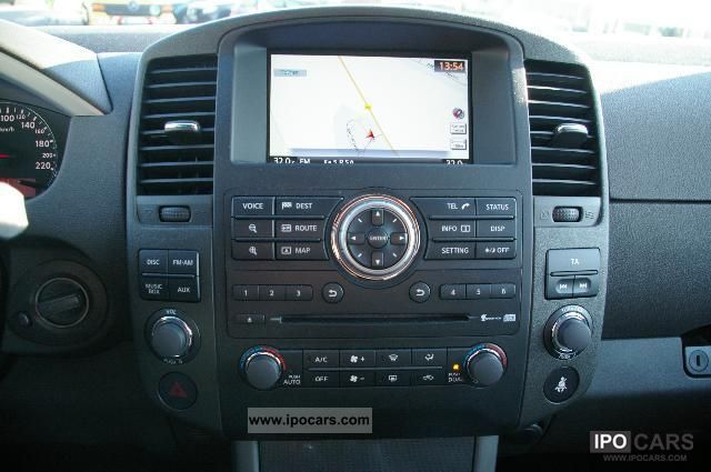 2011 Nissan Pathfinder dCi SE Executive Package rear view ...