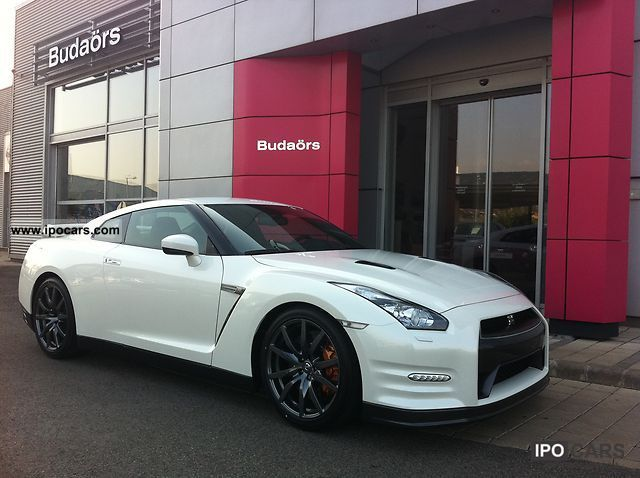 2012 nissan gt r black edition 550le car photo and specs. Black Bedroom Furniture Sets. Home Design Ideas
