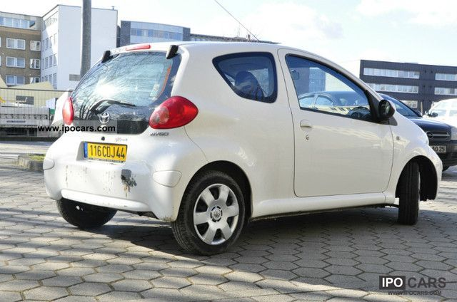 2007 toyota aygo 1 4d 4d air el fh zv fb radio cd servo car photo and specs. Black Bedroom Furniture Sets. Home Design Ideas