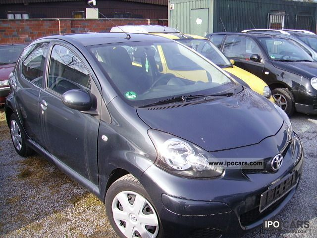 2010 Toyota  Aygo Cool Small Car Used vehicle photo