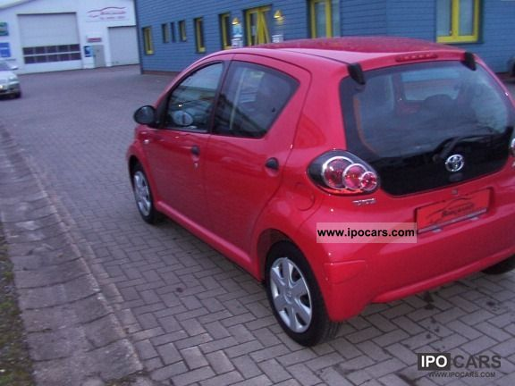 2010 toyota aygo car photo and specs. Black Bedroom Furniture Sets. Home Design Ideas