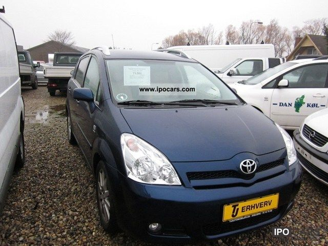 2005 Toyota  1,8 Sol CombiVan Van / Minibus Used vehicle photo