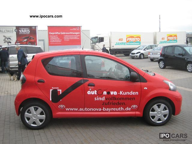 2011 toyota yaris 1 0 5 door abs power steering airbags car photo and specs. Black Bedroom Furniture Sets. Home Design Ideas