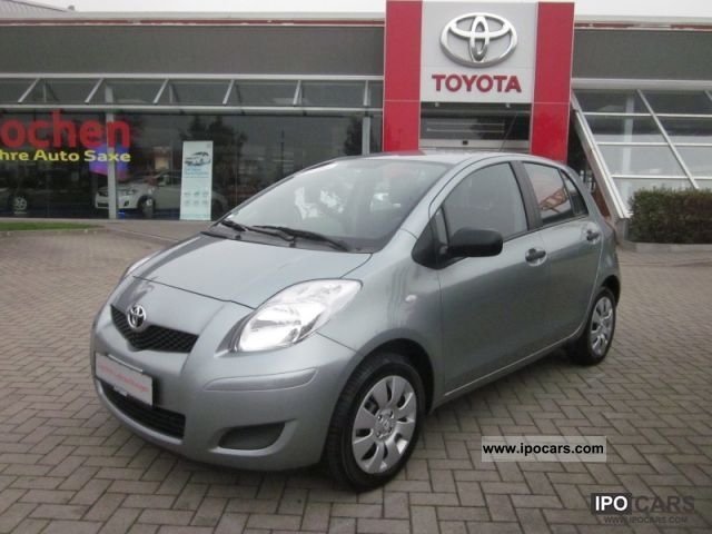 2011 Toyota  1.0 5-door Yaris COOL Small Car Used vehicle photo