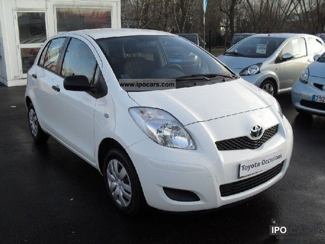2011 toyota yaris vvti 69 in 5p car photo and specs. Black Bedroom Furniture Sets. Home Design Ideas