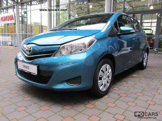 2011 Toyota  '' Cool'' New Yaris air-ZV-CD radio with 3 Doors Limousine New vehicle photo