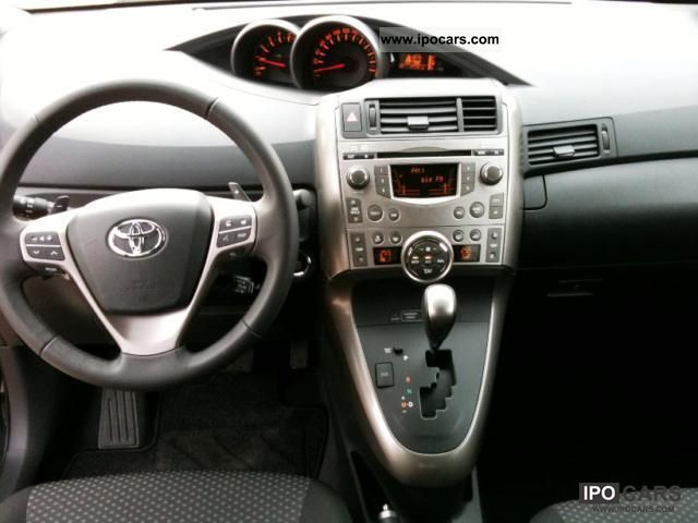 2010 toyota verso 2 2 d 4d automatic executive car photo and specs. Black Bedroom Furniture Sets. Home Design Ideas