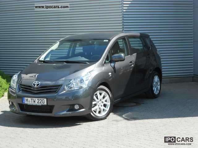 2011 Toyota  Verso 2.2 D-4D automatic life Van / Minibus Used vehicle photo