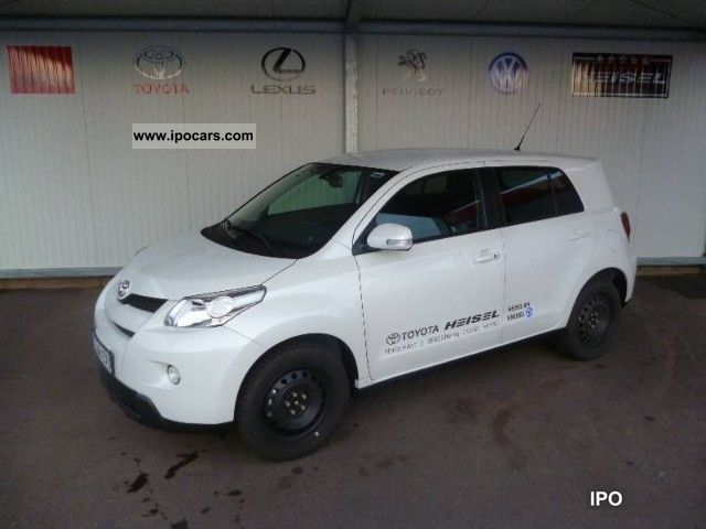 2012 Toyota  Urban Cruiser 1.4 D-4D 4x4 Club Estate Car Demonstration Vehicle photo