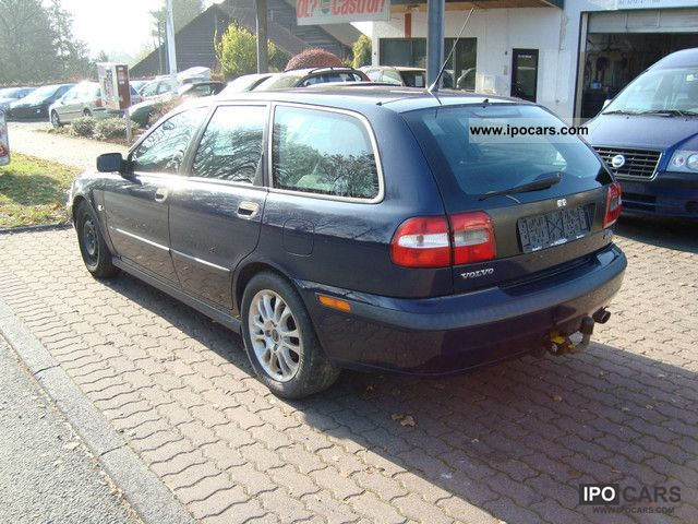 2002 volvo v40 sport leather climate cruise control part car photo and specs. Black Bedroom Furniture Sets. Home Design Ideas