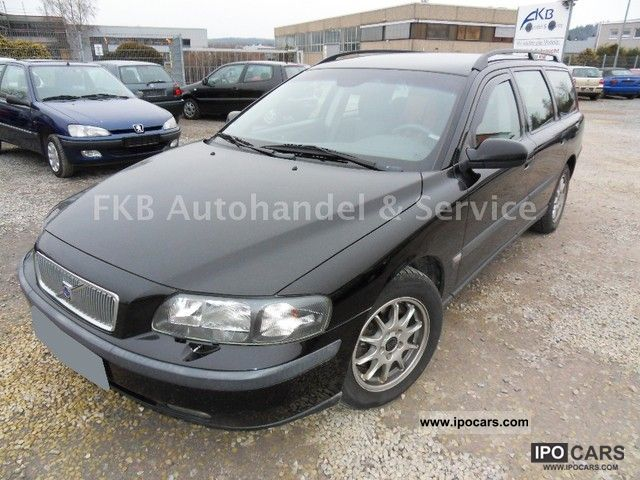 2002 Volvo  V70 D5 Comfort Estate Car Used vehicle photo