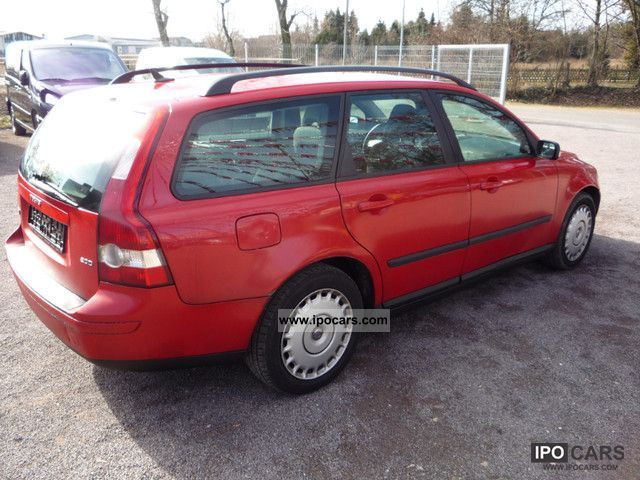 2004 Volvo V50 2.0D DPF - Car Photo and Specs