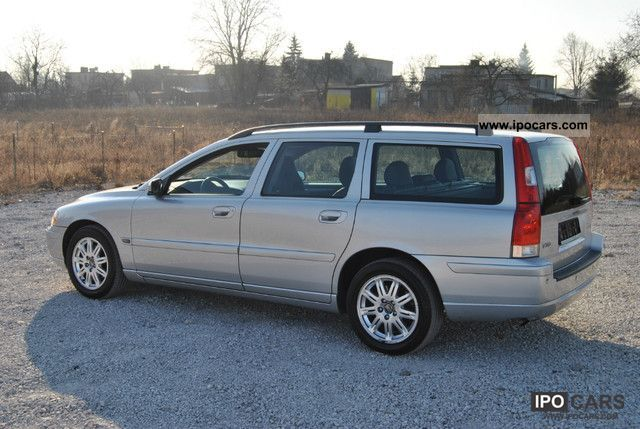 2005 volvo v70 d5 dpf momentum car photo and specs. Black Bedroom Furniture Sets. Home Design Ideas
