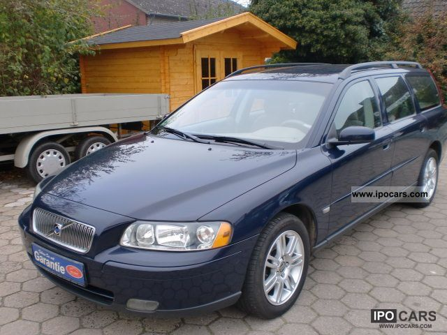2005 Volvo  2.4l V70 + * 1.Hand Klimatr. + + AHK Lueck. Scheckh. * Estate Car Used vehicle photo