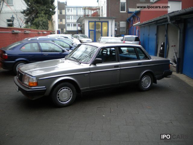 1987 Volvo  240 36 000 KM Automatic original first Hand Limousine Used vehicle photo