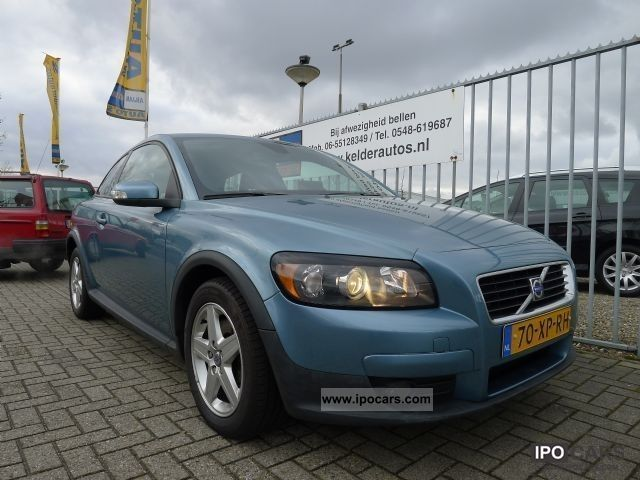 2007 volvo c30 2 4 d5 geartronic momentum nieuwstaat car photo and specs. Black Bedroom Furniture Sets. Home Design Ideas