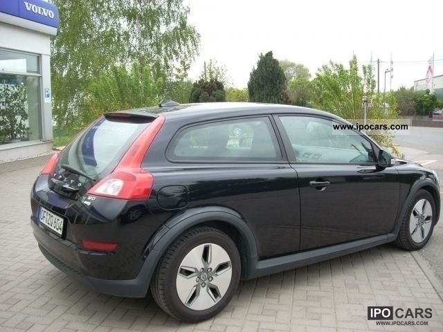 2010 volvo c30 1 6 d drive kinetic dpf car photo and specs. Black Bedroom Furniture Sets. Home Design Ideas