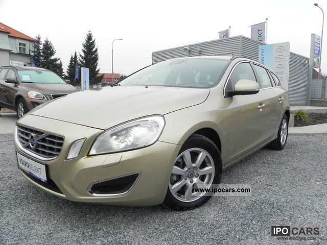 2010 volvo v60 d5 momentum car photo and specs. Black Bedroom Furniture Sets. Home Design Ideas