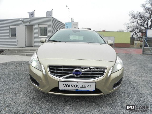 2010 Volvo V60 D5 Momentum Estate Car Used vehicle photo 1