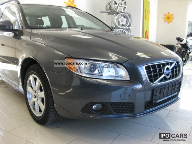 2011 Volvo  V70 D3 Mom leather / Xenon / Standh. Estate Car Used vehicle photo