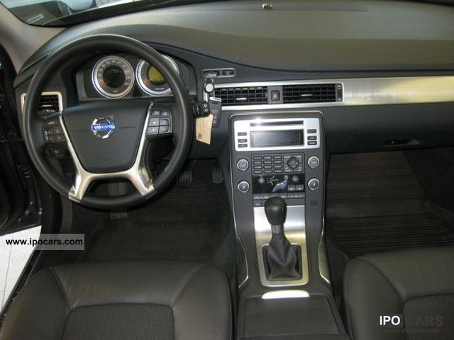 2011 Volvo V70 D3 Mom leather / Xenon / Standh. - Car Photo and Specs