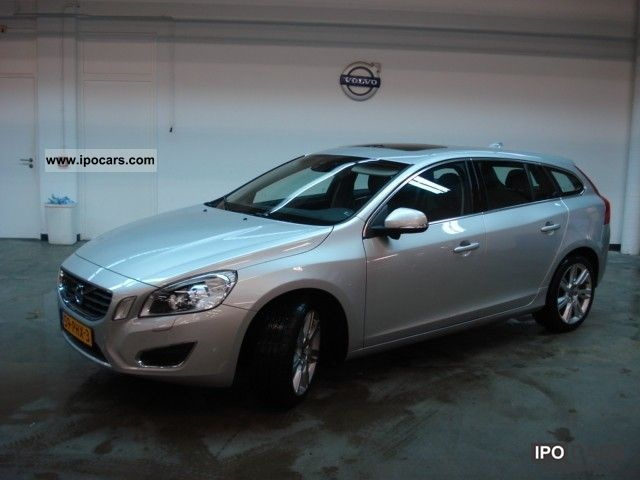 Volvo V60 2.0T Summum Navigatie 2011 Used vehicle photo